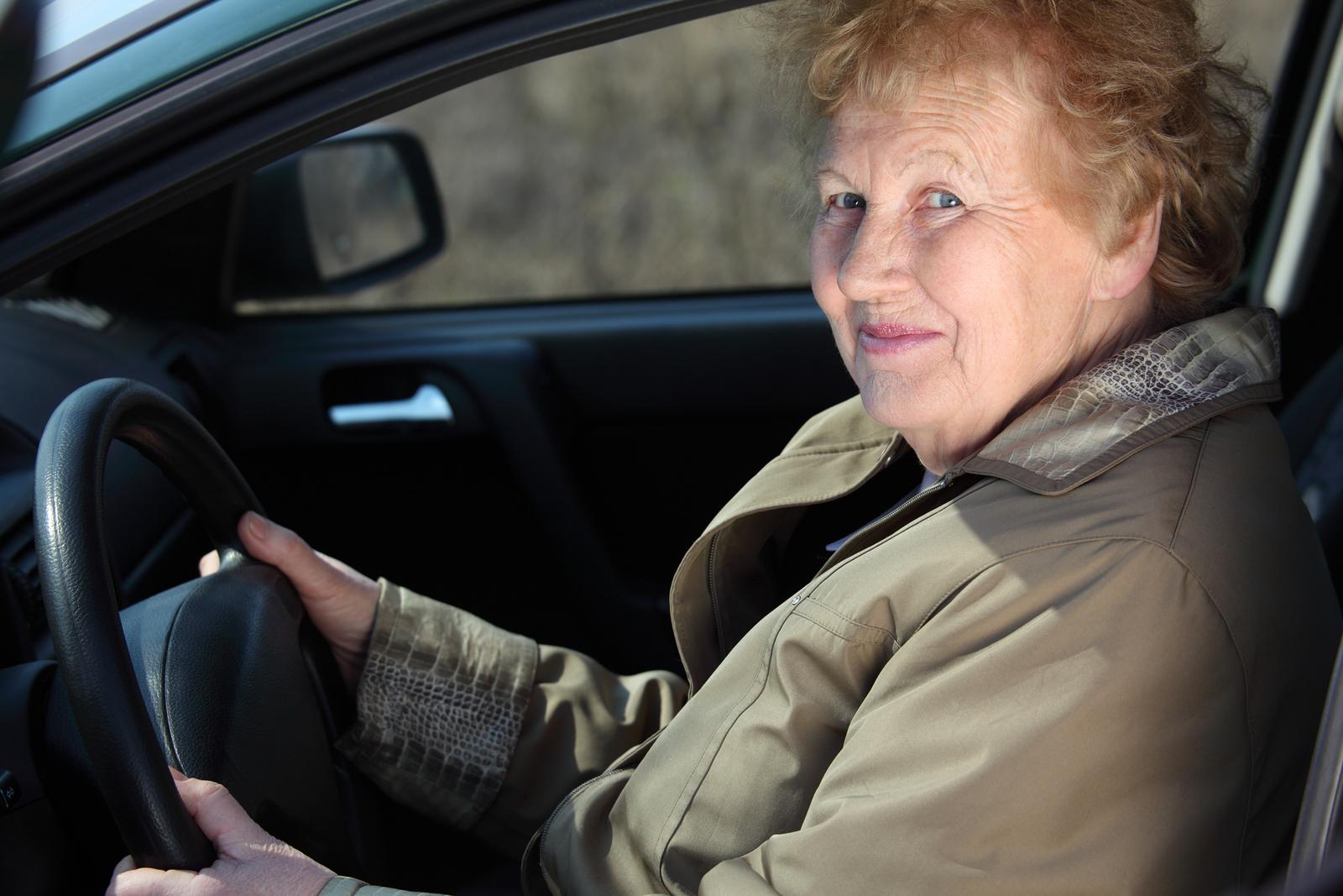 Снял пожилую женщину с улицы 13 фотография